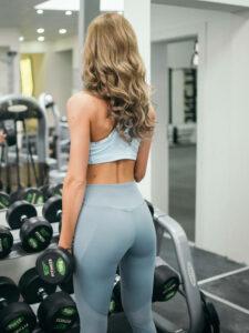 tjej tränar